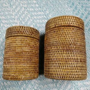 Set of 2 Woven Round Baskets with Lids